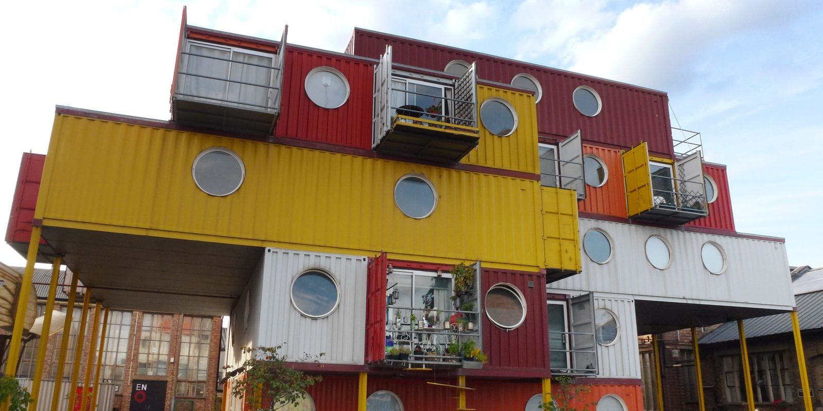 Container Building 45 shipping container homes & offices - cargo container houses