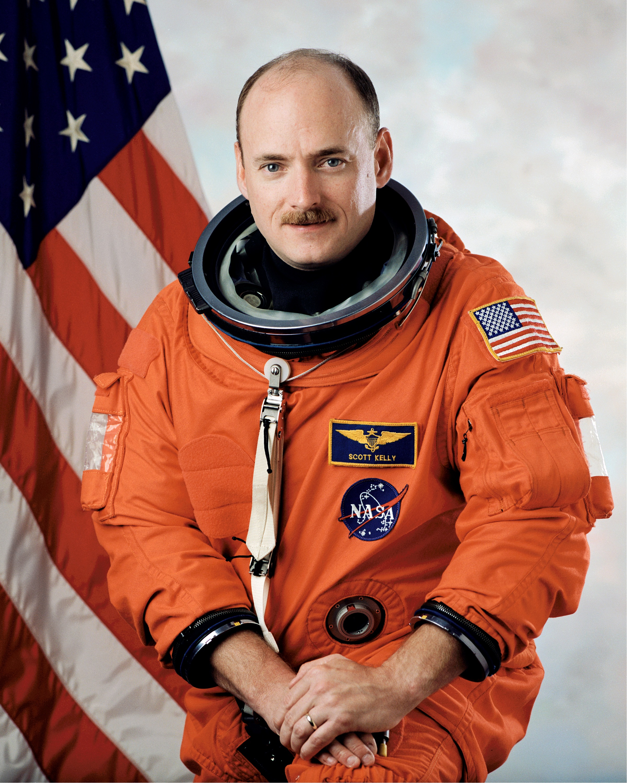 astronaut behind - photo #33