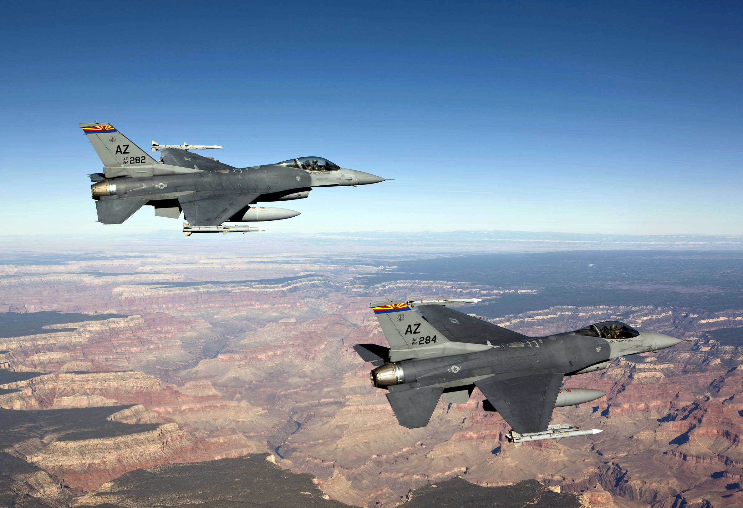 F 16 Fighter Jet Crashes In Arizona
