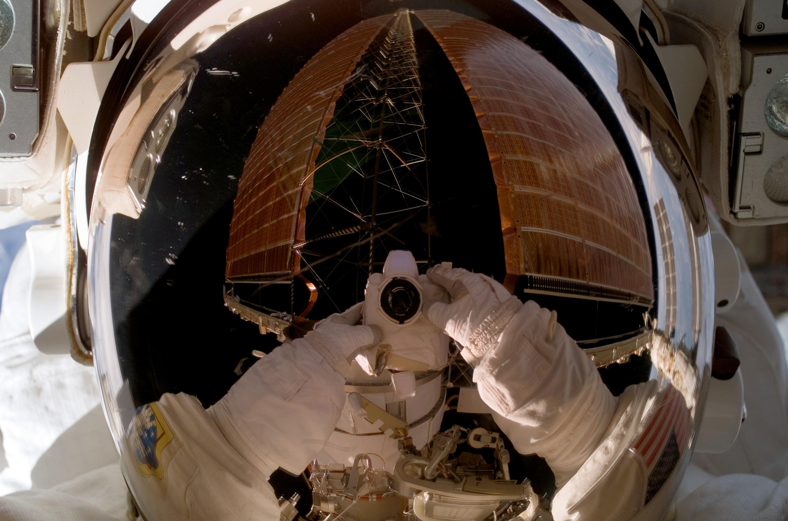 astronaut in orbit 1972 - photo #17