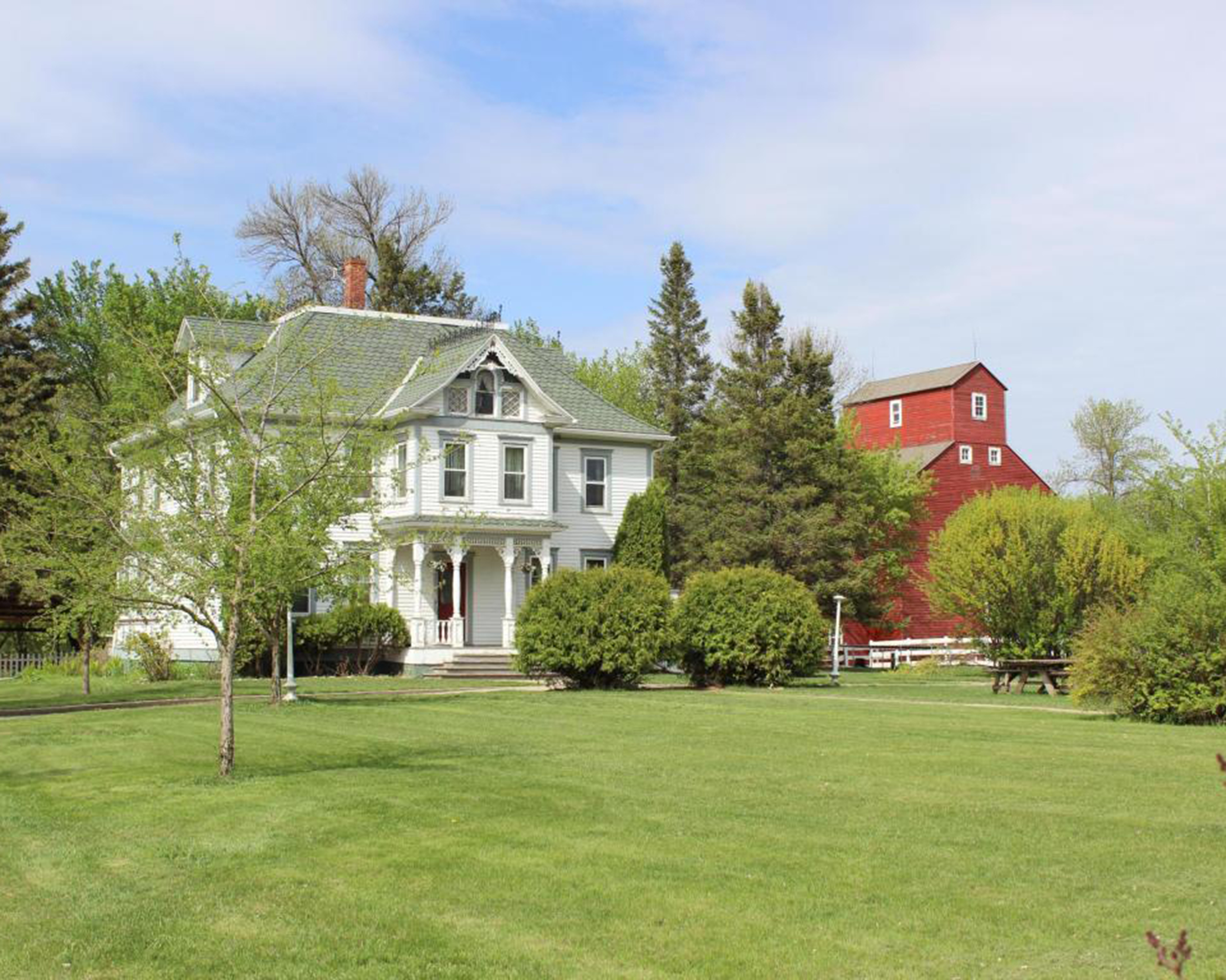 The 10 most beautiful historic homes on the market in 2015 for Beautiful country homes