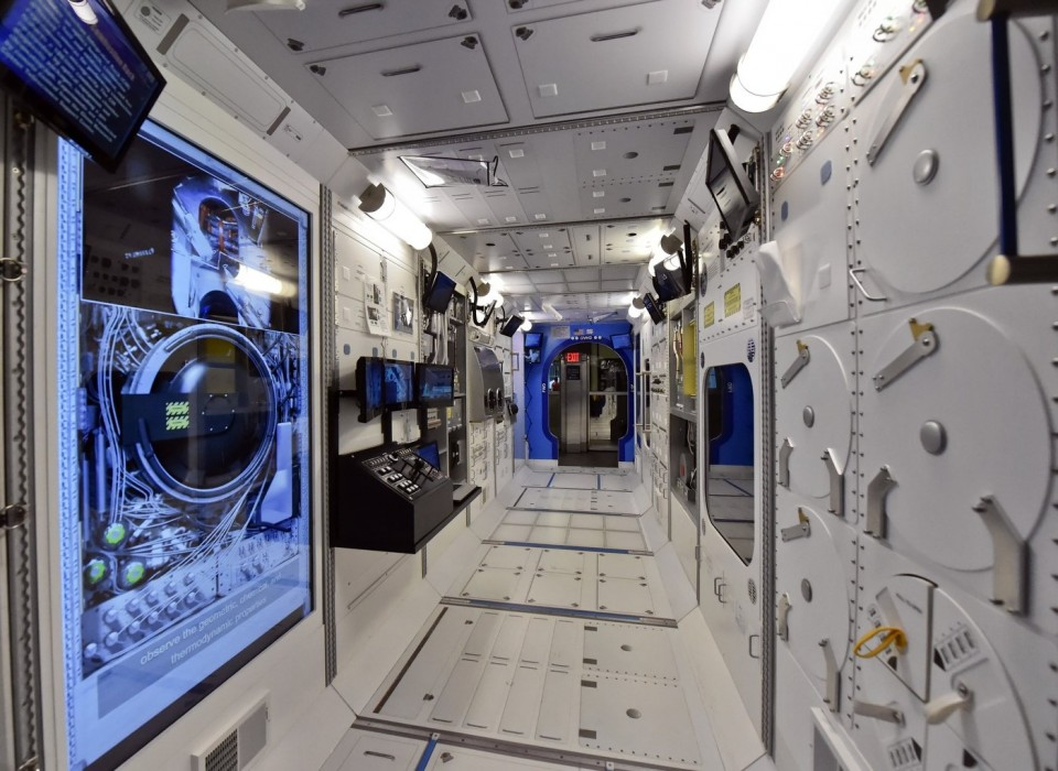 You can step inside a scale model of the iss in alabama for Pictures inside