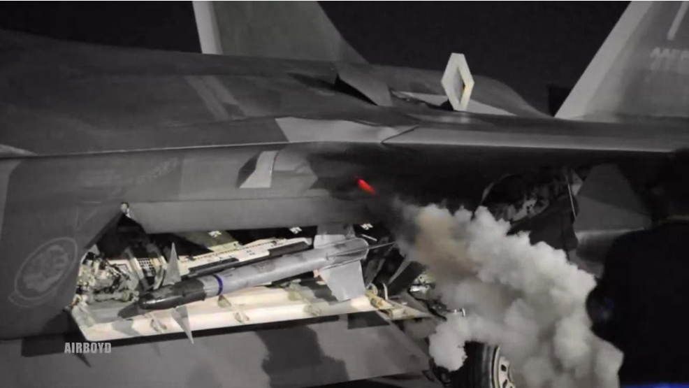an f 22 raptor looks and sounds amazing during startup