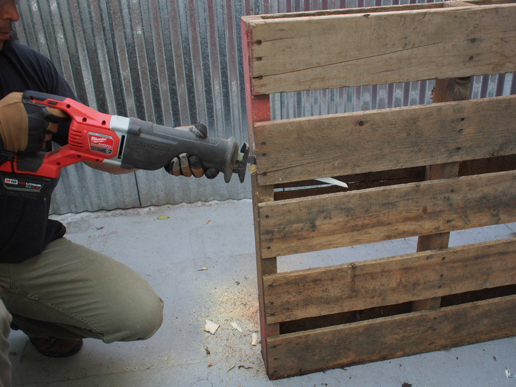 Working with pallets 5 essential woodworking power tools that won - How To Take Apart A Pallet In Under 5 Minutes Get Cheap Wood By Taking Apart A Pallet