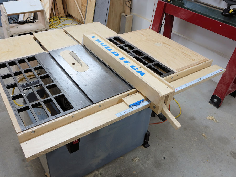 How to make your own wooden fence for your table saw for Make your own fence