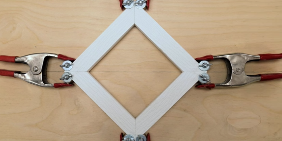 an easy way to clamp corners when youre building a picture frame