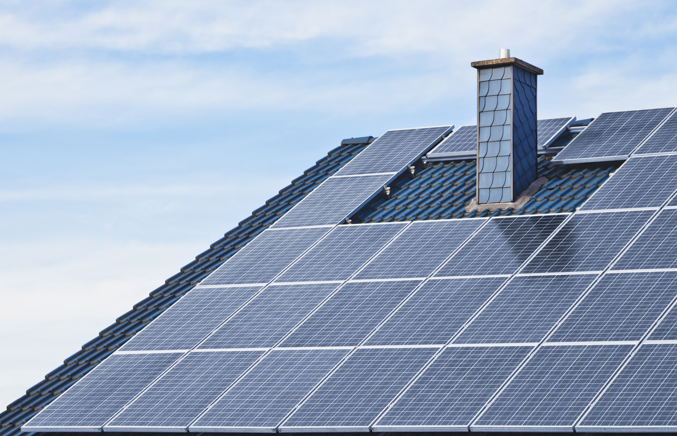 in what ways can renewable energy It's high time we look at some of the benefits of renewable energy for what they are: ways to help us all live better, healthier lives if we can save a little money and enjoy some independence in the process, that's even better.