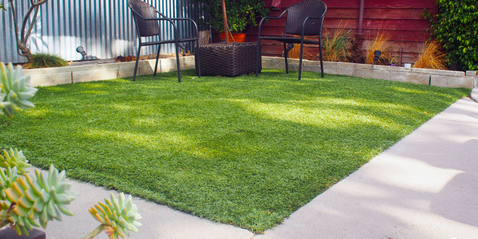 How to lay artificial grass how to lay turf for Grass garden ideas