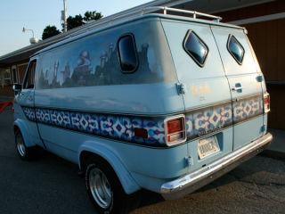 van tastic 15 crazy customized vans. Black Bedroom Furniture Sets. Home Design Ideas