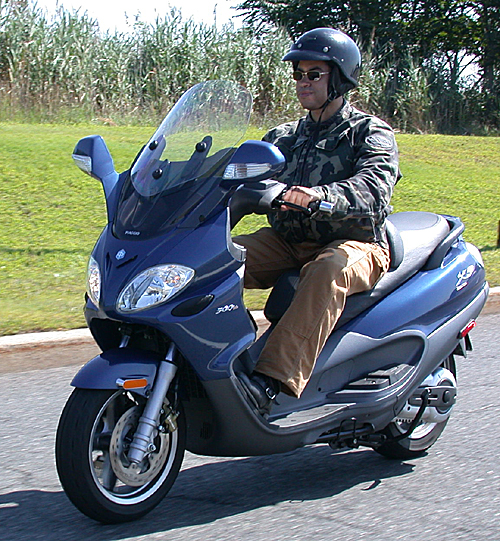 pm.zone test: piaggio x9 evolution 500 maxi scooter