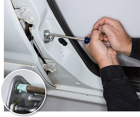 how to remove stuck rusty screws auto clinic. Black Bedroom Furniture Sets. Home Design Ideas
