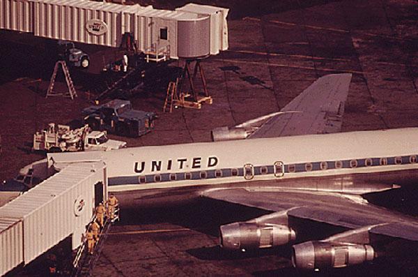 United DC-8