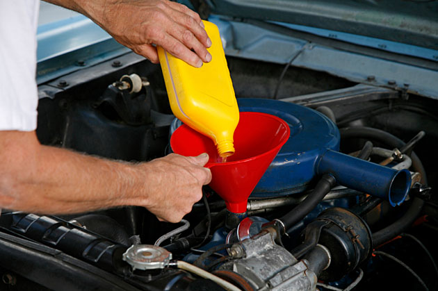 Synthetic Oil Vs Mineral Engine Oil Changing From