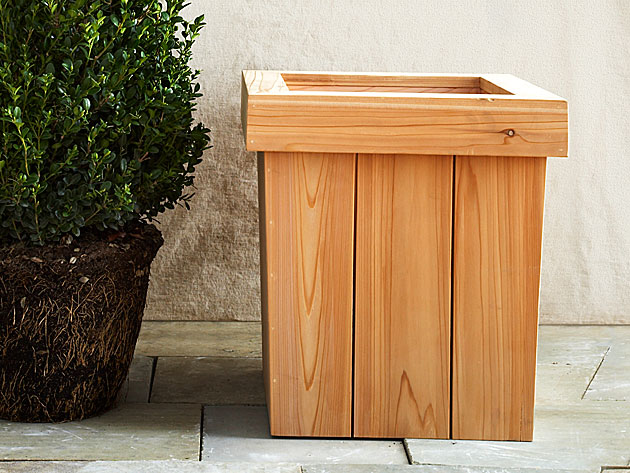 how to diy a planter box how to build a wooden garden planter easily. Black Bedroom Furniture Sets. Home Design Ideas