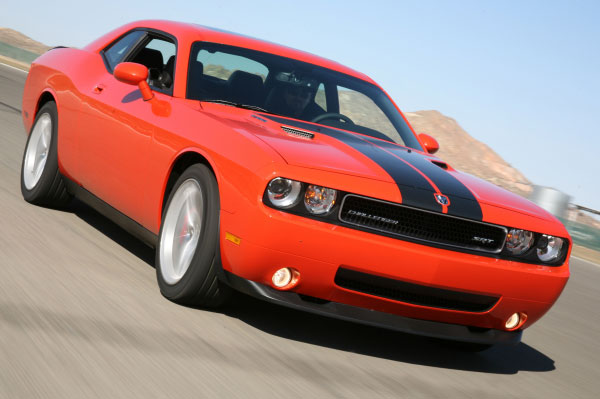 2008 dodge challenger srt8 test drive on the streets 425 hp hemi muscles with modern civility. Black Bedroom Furniture Sets. Home Design Ideas