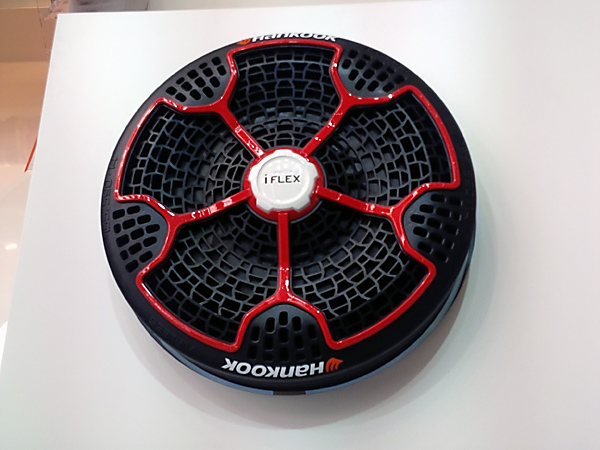 frankfurt auto show a tire that can 39 t go flat. Black Bedroom Furniture Sets. Home Design Ideas