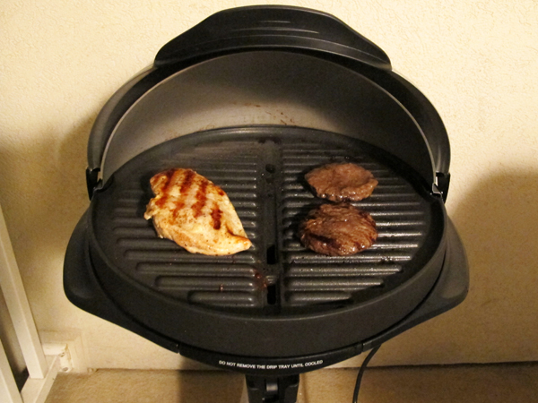 Kalorik GRB 32231 S Barbecue Grill With Radio and I-Pod Connection - We Test 5 Hot Outdoor Electric Grills - Balcony Barbecue