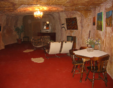 Inside a cave home dugout in coober pedy australiaCave Homes   Cave Houses   Living in Caves. Underground Cave Home. Home Design Ideas