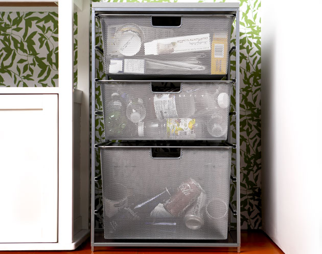how to hide recycling bins in your kitchen no mess space. Black Bedroom Furniture Sets. Home Design Ideas