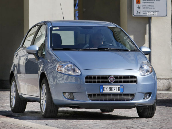 2009 fiat grande punto test drive chrysler 39 s first modern fuel efficient subcompact. Black Bedroom Furniture Sets. Home Design Ideas