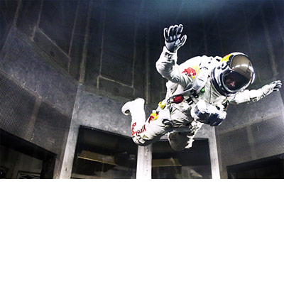 sky dive freefall record from space � red bull stratos