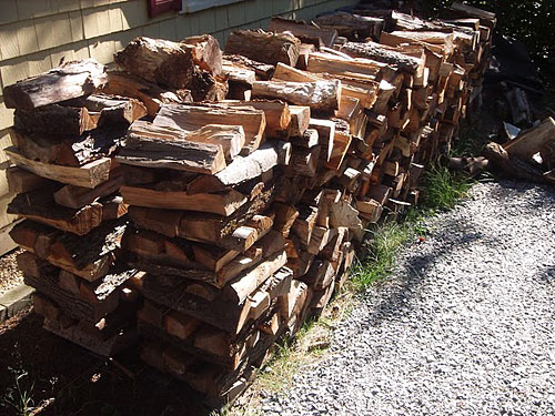 how to stack firewood outside 1