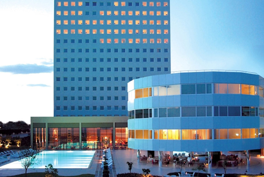 The world 39 s 18 strangest hotels strange architecture and for Designhotel 54