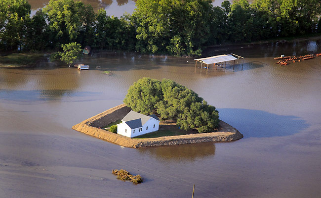 Build A Homemade Levee How To Prepare Your Home For A Flood