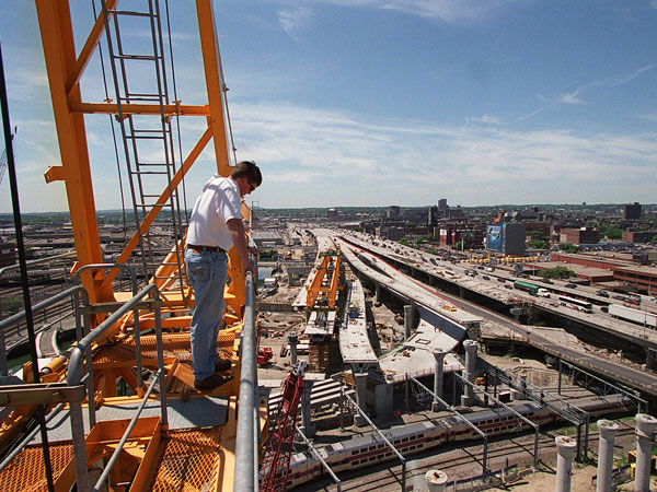 boston construction projects Construction is booming in the united states after years of weakness, and the ripple effect is having a noticeable effect on boston's skyline and employment roles.