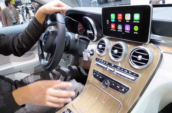 geneva 2014 hands on with apple carplay and the 2015. Black Bedroom Furniture Sets. Home Design Ideas