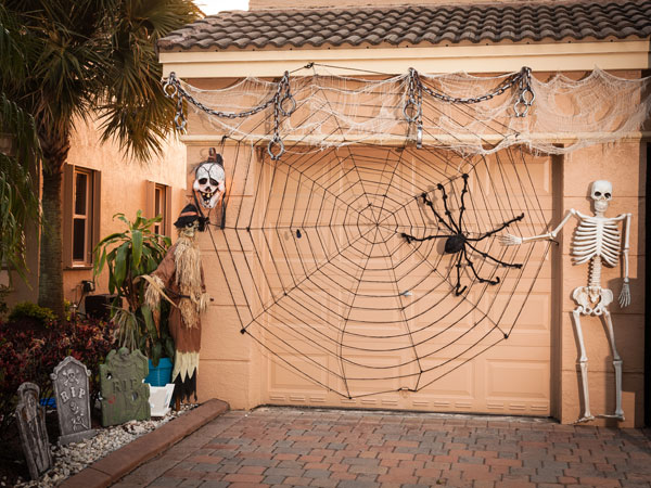 how to turn your garage into a haunted house
