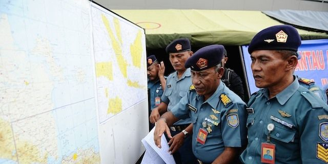 Indonesian Naval Officers Prepare The Operational Air Navigation Map During The Investigation Of Missing Airasia Flight