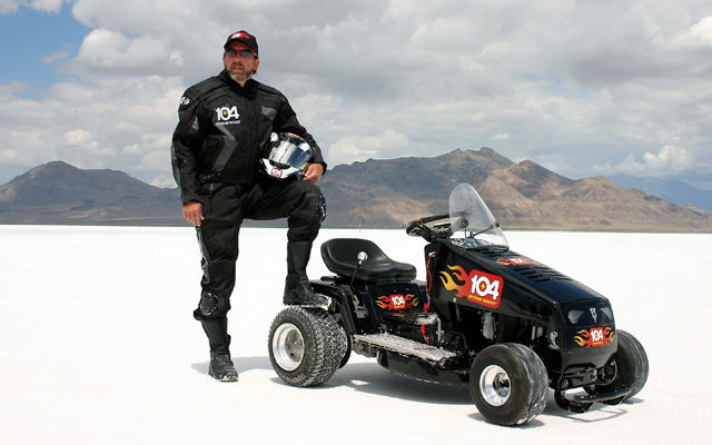 http://pop.h-cdn.co/assets/cm/15/05/640x400/54cb13cbea244_-_mower-racing-02-0613-de.jpg