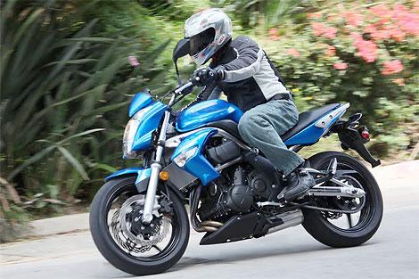 2009 kawasaki er 6n test ride sporty standard bike under 7000. Black Bedroom Furniture Sets. Home Design Ideas