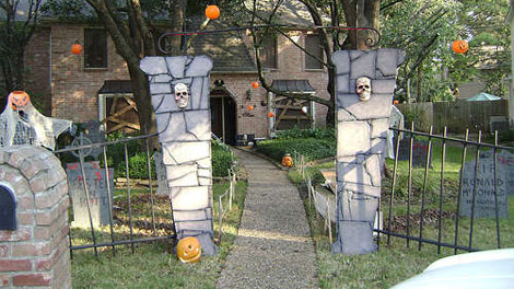 cemetery gates - Halloween Props Homemade