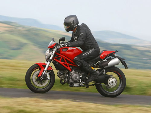 ducati monster 796 pictures - photo gallery of 2011 ducati monster 796
