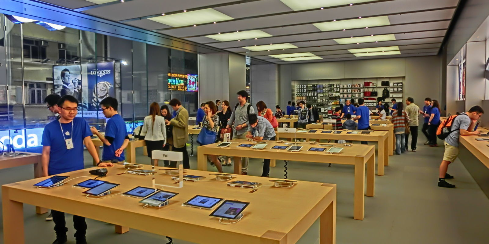 Apple Reinvents Its Stores with a New Organization and New Jobs